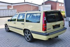 Learn more about Sharp Euro-Spec 1995 Volvo 850 Wagon on Bring a Trailer, the home of the best vintage and classic cars online. Volvo Station Wagon, Volvo Wagon, Volvo 850, Dump Truck, Classic Cars Online, Car Manufacturers, Cool Cars, Euro, Trucks