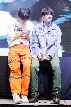 VKook || BTS' LY 轉 Tear Fansign at Hongdae [180603] #방탄소년단