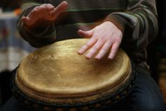 Hitting the skin of the drum causes it to vibrate and create sound waves. When the sound waves reach your eardrums, they vibrate, too. (Anna...