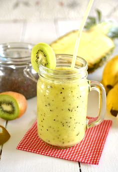 Smoothie zielone z chia - weight loss programs Smoothie Drinks, Healthy Smoothies, Healthy Drinks, Smoothie Recipes, Detox Recipes, Raw Food Recipes, Healthy Recipes, Yummy Drinks, Yummy Food