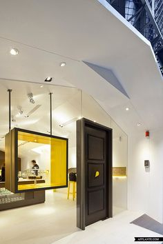 Image 9 of 14 from gallery of Les Bébés Cupcakery / JC Architecture. Photograph by Kevin Wu Commercial Interior Design, Shop Interior Design, Commercial Interiors, Mini Loft, Design Comercial, Design Bar Restaurant, Shop Facade, Retail Store Design, Retail Interior