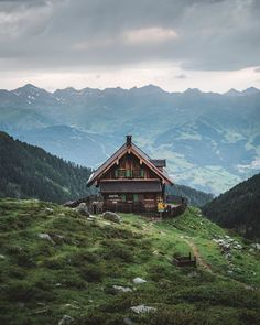 🏔 Early morning on a gorgeous mountain hut 🏠 Simply Tyrol ❤ . Cabin Homes, Log Homes, Cabins And Cottages, Cozy Cottage, Cabins In The Woods, Architecture, Beautiful Landscapes, My Dream Home, Future House