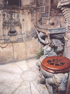 artist, Alan Rogerson sculpted every inch of this himself....What patience & dedication....He also stayed true to the original look of the Aztec/Mayan design...
