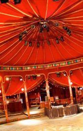 """""""Life is a Cabaret"""" sang Louis Armstrong, og sjelden har det vært mer riktig enn her. I Parc de la Villette er dette blant de mer originale konsertlokalene i Paris og programmet er variert, fra jazz til psykedelisk funk. Sjekk hjemmesiden deres for å finne noe for din smak!"""