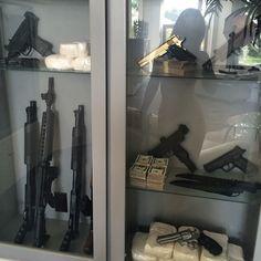 Mafia cabinet in Katherine & Gabriella's house Saints Row, Guns And Ammo, Thug Life, Zombie Apocalypse, Everything, Money, Drugs, Aesthetics, Ink Tattoos