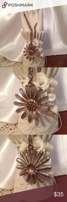 """💞🎁Antique Daisy Gold Necklace💐💍 Antique Daisy Gold Necklaces! This is a beautiful necklace I had since I was a little girl the chain is 21"""" The Daisy is 1 1/2"""" round. In very good condition!;)) I sell fryom a non-smoking home pet free. I ship within 24 to 48 hours Monday through Friday. Do you have any questions please ask! Jewelry Necklaces"""