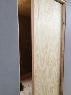 Skjutdörr plywood. Bra till sovhytter.