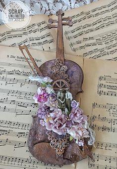New Media Art, Mixed Media Art, Violin Art, Normal Wallpaper, Paper Mache Crafts, Kawaii Accessories, Box Art, Altered Art, Art Projects