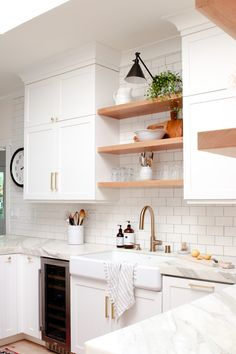 Simple decorating ideas for you kitchen. Summer decorating ideas. Summer decor for the kitchen. Modern Farmhouse kitchen. Open shelving kitchen. Wood and marble kitchen. #modernfarmhouse #summerdecoratingideas #summerdecor