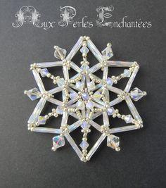Beaded Christmas Ornaments, Snowflake Ornaments, Christmas Jewelry, Beaded Snowflake, Snowflake Jewelry, Diy Ornaments, Felt Christmas, Homemade Christmas, Christmas Crafts