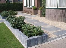 Tuin en stenen rand Cambridge Pavers, Front Steps, Garden Landscaping, Paths, Entrance, Sidewalk, Home And Garden, Backyard, Landscape
