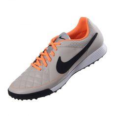 Todo buen atleta necesita de un excelente equipo es por eso que llega el calzado para fútbol Nike Tiempo Genio Leather TF el cual te brinda una comodidad ideal y la sujeción necesaria.