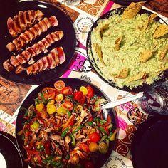 .Curset de cuina i sopar delicios! Tataki de tonyina amb chopsuey vegetal i guacamole !!  .Curso de cocina y cena delicioso! Tataki de atún con hopsuey vegetal y guacamole!! @mcarmen_parra@verortizur@arileta  #curso#cursococina#cocinar#cocineras#delicioso#cenita#ñamñam#yummy#tasty#foodies#foodporn#cookinetes#cooking#tataki#atun#guacamole#chopsuey#cocinaasiática#comidajaponesa#comidamexicana#fusion#cocinafusion#receta#foodpic#foodphotography#foodgasm#healthyfoodporn#healthyfood#delicious by…