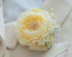 GARNET HILLSガーネットヒルズの販売中作品一覧 | ハンドメイド通販・販売のCreema Flowers In Hair, Silk Flowers, Fabric Flowers, Flower Hair Accessories, Gorgeous Fabrics, Crepe Paper, Flower Crafts, Flower Making, Crochet Flowers