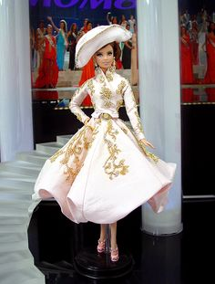 Barbie Miss San Marino Ninimomo 2013 Doll Clothes Patterns, Clothing Patterns, Manequin, Barbie Miss, Little Doll, Barbie Collector, Barbie Friends, Barbie World, Pretty Dolls
