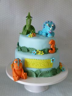 Really like how the leaves are included on the cake as would like these to mirror the leaves I use in the set Dinosaur Train Cakes, Dinosaur Birthday Cakes, 4th Birthday Cakes, Dinosaur Party, Dino Train, Birthday Ideas, Two Layer Cakes, Dino Cake, Jungle Cake