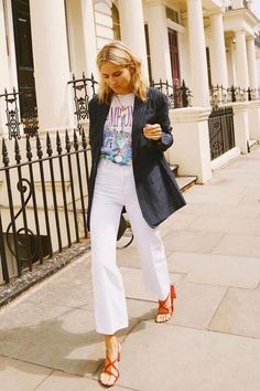 Summer street style, blazer style, t-shirt street style, white cropped jeans, casual street style outfit Fashion Mode, Fashion Week, Look Fashion, Feminine Fashion, French Fashion, Fashion Brands, Womens Fashion, Looks Chic, Looks Style