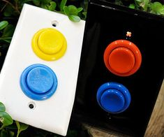 gamer room Convert your boring home light switches to these nostalgic arcade style light switches. These arcade light switches are great for game rooms or kids rooms, but look especially gr Hm Deco, Deco Cool, Gamer Bedroom, Kids Bedroom, Nerd Room, My Room, Sala Nerd, Arcade Buttons, Game Buttons