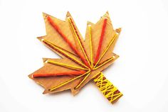A simple but satisfying autumn leaf project for kids. Have a go at these yarn leaves, practice sewing skills and fine motor skills. Leaf Projects, Fall Projects, Projects For Kids, Class Projects, Yarn Crafts For Kids, Craft Activities For Kids, Leaf Drawing, Autumn Crafts, Sewing For Kids