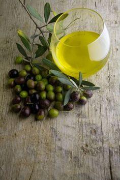 olive and oil Olives, Olive Tree, Medicinal Plants, Balsamic Vinegar, Fresh Herbs, Tapas, Food Photography, Fruit, Eat