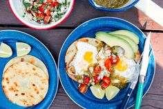 Toasty corn tortillas, pan fried eggs, and fresh pico de gallo, huevos rancheros are a quick and easy camping breakfast. On some mornings, we have grand ambitions for breakfast. Other mornings we can barely muster Easy Camping Breakfast, Quick And Easy Breakfast, How To Make Breakfast, Breakfast Ideas, Backpacking Food, Camping Meals, Camping Recipes, Camping Hacks, Sweet Potato And Apple