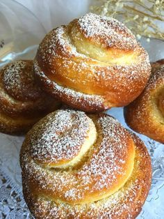 Today to celebrate that it is Friday, I bring you a family recipe, of which your . Donut Recipes, Mexican Food Recipes, Sweet Recipes, Dessert Recipes, Desserts, Mallorca Bread, Biscuit Bread, Sweet Dough, Bread Cake