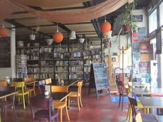 Les Recyclables: restaurant / coffee shop with seasonal ingredients and live music in the evenings