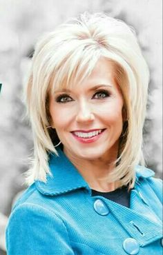 Anderson University to host Bible-teaching simulcast featuring Beth Moore on Sept. Short Hair Styles Easy, Short Hair With Layers, Short Hair Cuts For Women, Long Hair Cuts, Layered Hair, Haircuts For Medium Hair, Medium Hair Cuts, Medium Hair Styles, Beth Moore Hair