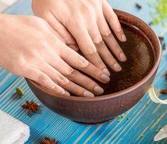 Soak nails in baking soda soak off acrylic nails, nail soak, tee tree oil, Baking Soda Face Scrub, Baking Soda Bath, Baking Soda Shampoo, Baking Soda Uses, Baking Soda Nails, Baking Soda For Hair, Face Scrub Homemade, Homemade Skin Care, Homemade Beauty