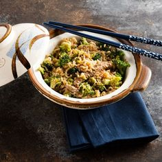 I'm checking out a delicious recipe for Beef and Broccoli Ramen Skillet from Dillons Food Stores! College dorm ramen gets a tasty makeover in this noodle-based skillet meal. Beef With Broccoli Recipe, Easy Beef And Broccoli, Broccoli Recipes, Easy Steak Recipes, Asian Recipes, Beef Recipes, Hamburger Recipes, Asian Foods, Chinese Recipes