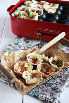 Takoyaki Pan, Drinking Tea, Japanese Food, Pasta Salad, Seafood, Toast, Food And Drink, Plates, Meals