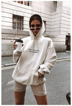 Sweatshirt Outfit, Oversized Hoodie Outfit, Hoodie Outfit Casual, Cute Casual Outfits, Short Outfits, Black Outfits, Women's Casual, White Hoodie, Gothic Hoodies