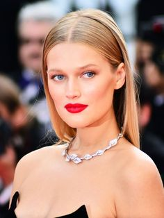 Take a look at the most head-turning beauty looks from 2016's Cannes festival.