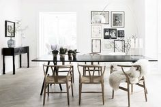 18 beautiful Scandinavian home accessories- 18 schöne Skandinavische Wohnaccessoires 18 beautiful Scandinavian home accessories – – Tepe Time Dining Room Design, Interior Design, Dining Chairs, Hygge Decor, Home, Interior, Interior Styling, Scandinavian Dining Room, Home Decor