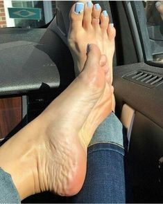 ⛔️Featuring a hot housewife in her for foot fetish lovers Beautiful Toes, Pretty Toes, Feet Soles, Women's Feet, Feet Show, Blue Toes, Feet Gallery, Feet Nails, Sexy Toes