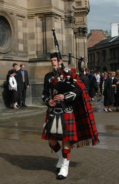 A bagpipe player in traditional Scottish kilts outside Edinburgh University reminds us of some of the most typical aspects of Scottish culture.