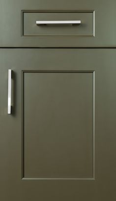 Vogue 3˝ door style on Maple with Espresso finish