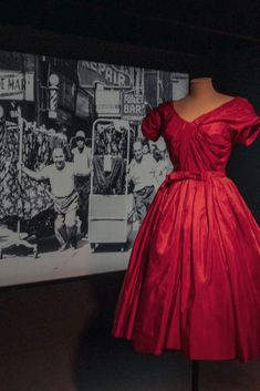 With each new dress, there's no doubt that these beautifully crafted garments completely justify Paris' history and position in the industry. American Entrepreneurs, Great Lengths, French Fashion, Exhibit, Dressmaking, Industrial Style, Paris Fashion, New Dress, Nyc