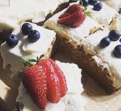 GLUTENFRI GULROTKAKE Cake Cookies, Allergies, Cheesecake, Baking, Desserts, Cakes, Food, Tailgate Desserts, Patisserie