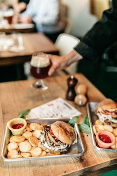 Najbolji zalogaji u gradu: posjetili smo Burgeraj i isprobali dva klasika Black Seed Oil Dosage, Tray Bake Recipes, Mini Burgers, Zucchini Pasta, Sweet Potato, Cheese, Eat, Drink, Food