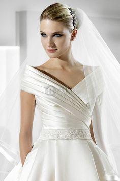 Off The Shoulder cetim plissado corpete manga curta princesa vestido de noiva