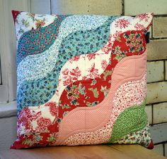 New Class Project: Drunkard's Path - Just Jude Designs - Quilting, Patchwork & Sewing patterns and classes Patchwork Quilting, Patchwork Cushion, Quilted Pillow, Applique Cushions, Sewing Pillows, Quilting Projects, Quilting Designs, Sewing Projects, Couture Main