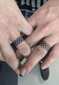 Wedding ring tattoos are a great alternative to traditional wedding rings. We have gathered over 100 wedding ring tattoo designs for your inspiration. Marriage Ring Tattoos, Finger Tattoos For Couples, Finger Tattoo For Women, Ring Finger Tattoos, Tattoos For Guys, Tattoos For Women, Tattoo Band, Wedding Band Tattoo, See Tattoo