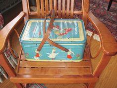 Vintage picnic basket <3