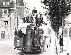Bus op houtgasgeneratoren ,vlak na de oorlog .