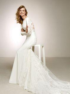 45a2eaac48 Vestido de novia en crepe con espalda de encaje. DAKOTA 2018
