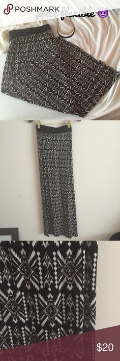 URBAN OUTFITTERS Aztec Print Maxi Skirt Sz XS Hipster Aztec print maxi skirt by Sparkle and Fade from Urban Outfitters! Features black and white Aztec print on soft jersey fabric and an elastic waistband for tight fit. Super cute with crop top on the beach! Fits a true to size XS. Urban Outfitters Skirts Maxi