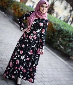 It depends on how close they are Hijab Dress Party, Hijab Style Dress, Muslim Women Fashion, Islamic Fashion, Abaya Fashion, Fashion Dresses, Modele Hijab, Mode Abaya, Eid Outfits