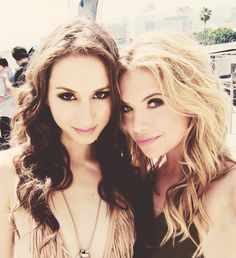 Troian Bellisario (Spencer Hastings) and Ashley Benson (Hanna Marin) on the set of Pretty Little Liars. Bff Goals, Best Friend Goals, My Best Friend, Best Friend Bucket List, Spencer Hastings, Summer Bucket Lists, Ashley Benson, Ashley Spencer, To Infinity And Beyond