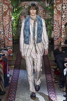 Roberto Cavalli Spring 2017 Ready-to-Wear Collection Photos - Vogue Moda  Hippie, 976a38a428